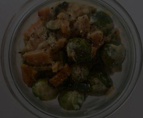 Fit n' Fast Food: Rosenkohl mit Süßkartoffel und Zucchini in Currysauce