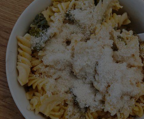 Pasta mit Rahmwirsing, Walnüssen & veganem Parmesan #werbung